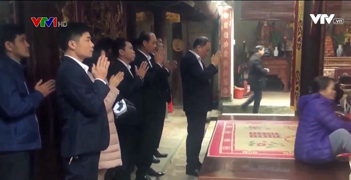 Hình ảnh cán bộ đi lễ trong giờ hành chính xuất hiện trên VTV1