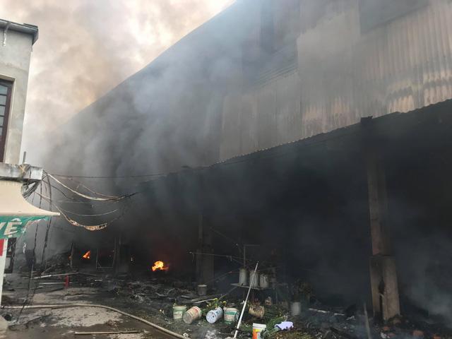 Thanh Trì (Hà Nội): 'Bà hỏa' thiêu rụi khu chợ Quang ở xã Thanh Liệt