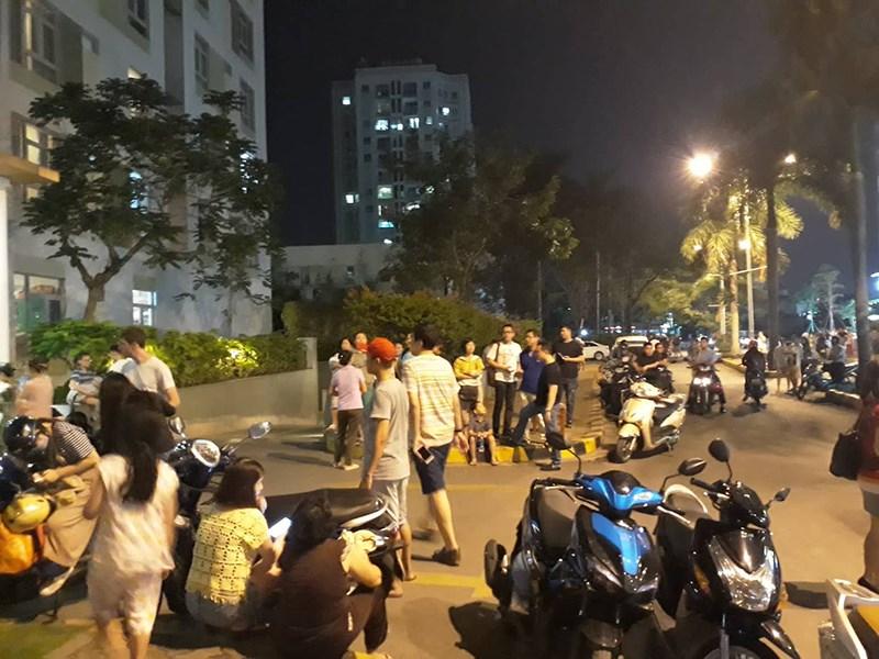 Người dân tòa chung cư ParcSpring ở Sài Gòn hoàng loạn trước vụ cháy tầng 8