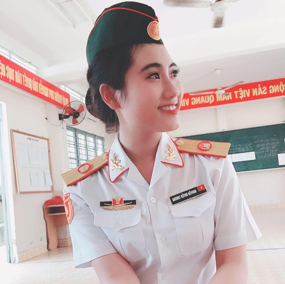 ve-dep-hut-hon-cua-hot-girl-huyen-thuong-co-gai-vua-chinh-phuc-trai-tim-karik