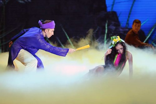 Trong Liveshow9 Bước nhảy hoàn vũ 2015, Chi Pu chọn hình tượng Thúy Vân dở dại trong vở chèo cổ Kim Nham