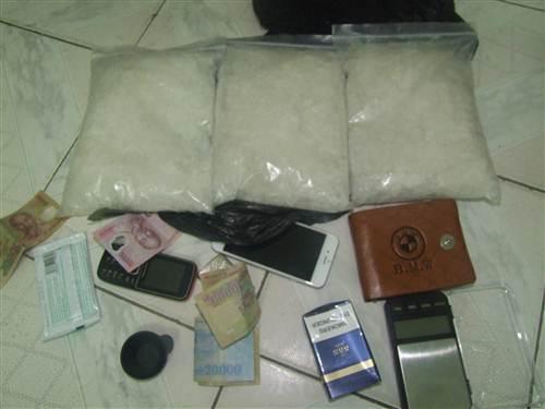 Tang vật thu giữ được từ chuyến buôn ma túy của Khế