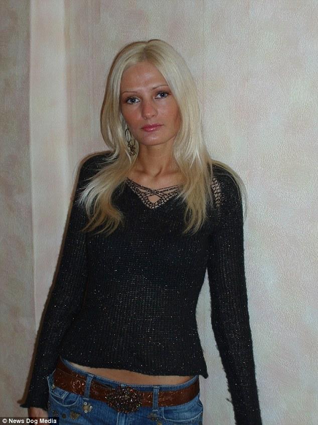 Năm 2011, Victoria bắt đầu thực hiện cuộc phẫu thuật nâng ngực đầu tiên và từ đó đến nay cô dần hoàn thiện dần vẻ ngoài theo đúng ước mơ trở thành một con búp bê tình dục. Hình ảnh một cô gái với gương mặt thanh tú và không quá nổi bật nay chỉ còn trong quá khứ.