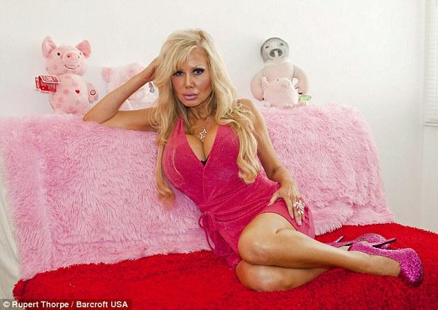 Khi trưởng thành và không còn bị kìm kẹp của cha mẹ, Bennett bắt đầu làm những thứ để cô trở thành một con búp bê thật sự. Việc đầu tiên là đổi tên thành Blondie ám chỉ một con búp bê tóc vàng. Công việc đầu tiên mà Bennett làm là nhân viên bán hàng đồ chơi để có thể được gần những con búp bê hàng ngày. Tiếp sau đó, Bennett dành tiền để phẫu thuật mình trở thành búp bê như giống Barbie.