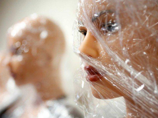 Sau một thời gian tạm dừng ở chức năng phục vụ sinh lý cho con người, búp bê tình dục giờ đây đã được cải thiện thêm về ngoại hình và khả năng giao tiếp. Đó chính là sản phẩm của hãng sản xuất búp bê tình dục nổi tiếng Matt Mullen với tên gọi The RealDoll (tạm dịch là búp bê thật).