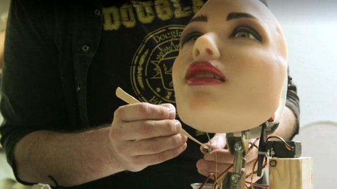Đầu tiên, McMullen sẽ tập trung vào việc phát triển trí thông minh nhân tạo có sức thuyết phục - một cái đầu robot có thể tự cử động các bộ phận như miệng và mắt một cách tự nhiên và theo... cảm xúc.
