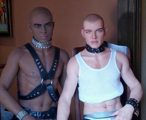 Chị em có thể tuỳ ý lựa chọn mẫu búp bê tình dục nam với màu da trắng hoặc da nâu.