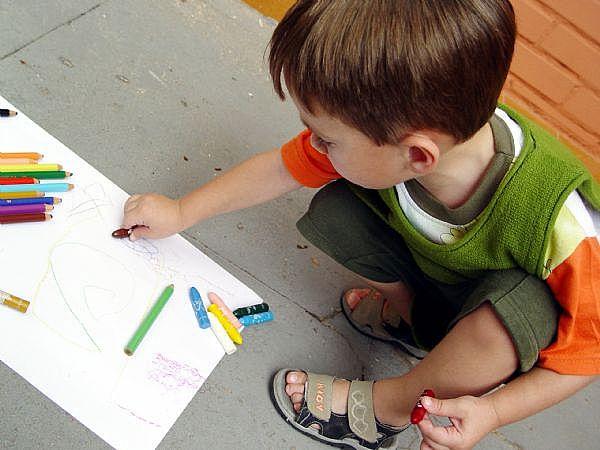 bút sáp màu có xuất xứ từ Trung Quốc có chứa sợi amiăng nguy hại đến sức khỏe con người