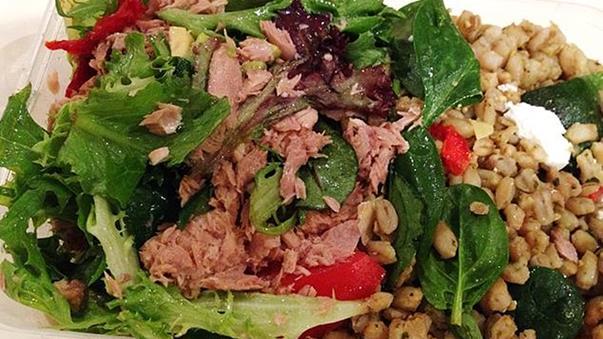 Các trường hợp ngộ độc do ăn phải salad cá ngừ