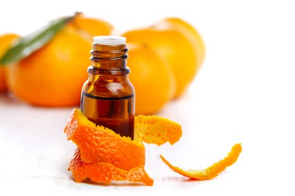 Uống nước cam pha mật là một trong các cách giải rượu hiệu quả