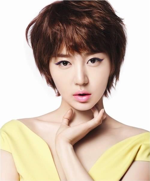 Tóc tém cá tính với phần mái ngắn là kiểu tóc lí tưởng dành cho những người có khuôn mặt dài