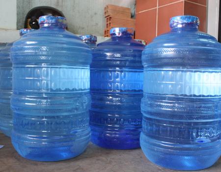 Bên cạnh cách bảo quản thực phẩm an toàn, tươi ngon trong ngày mưa, các gia đình cũng cần chú ý dự trữ nước, thuốc đầy đủ