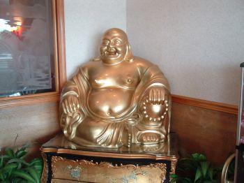 Biết cách bày tượng Phật trong nhà sẽ giúp gia chủ gặp nhiều may mắn, bình an