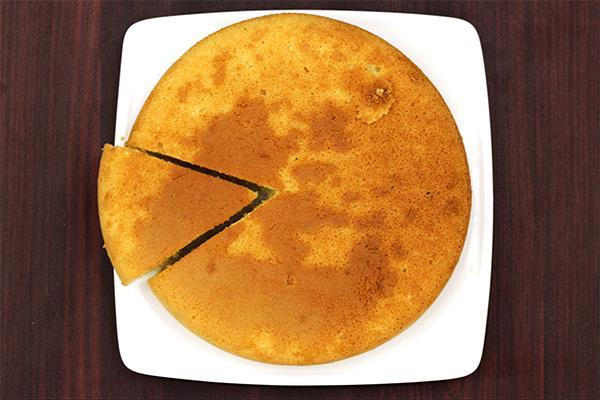 Món bánh bông lan thành phẩm thơm, bông xốp mà vẫn giữ được độ ẩm lý tưởng, không bị khô