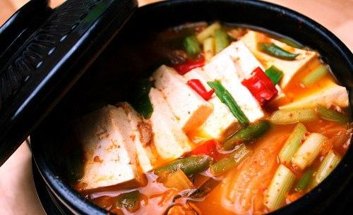Kim chi cải thảo Hàn Quốc có thể dùng ăn kèm hoặc chế biến thành nhiều món ăn hấp dẫn khác