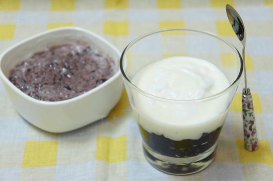 Cách làm sữa chua nếp cẩm sẽ giúp các bà nội trợ trổ tài trong những ngày hè nóng bức