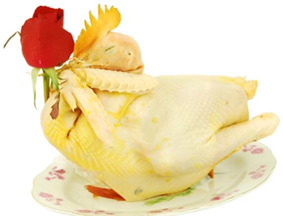 Gà luộc là món ăn Tết có khâu chế biến đòi hỏi sự  tỉ mỉ đặc biệt