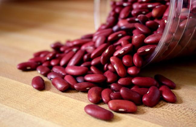 Nguyên liệu cho món chè đậu đỏ hạt sen rất dễ tìm