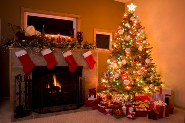 Kết quả hình ảnh cho quà giáng sinh dưới cây thông