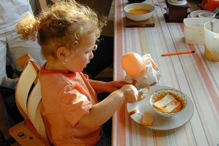 Cách dạy con của người Pháp luôn đề cao tính tự lập của trẻ ngay khi còn nhỏ