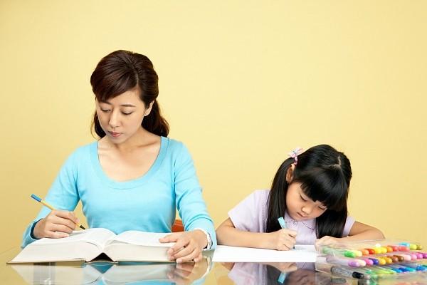 Cách dạy con học toán lớp 2 đúng đắn là giúp con trình bày bài sạch đẹp, dễ hiểu