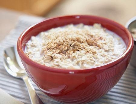 Ăn cháo yến mạch là cách giúp người gầy tăng cân mà không béo bụng