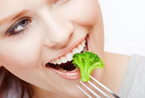 Cải thiện tiêu hóa: Nhai kĩ thức ăn
