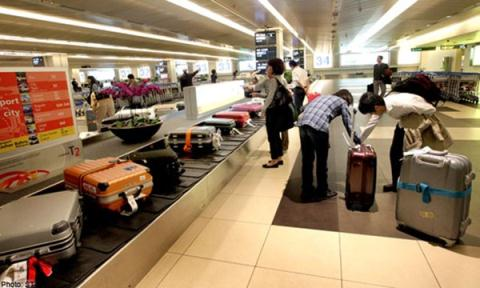 """Một giáo viên tiểu học bị cấm bay vì """"dọa"""" có bom trong hành lý"""