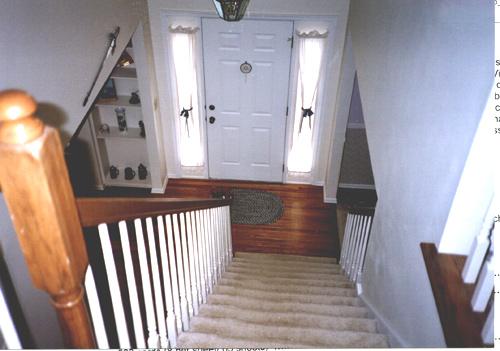 Phong thủy cửa chính kỵ đối diện với cầu thang