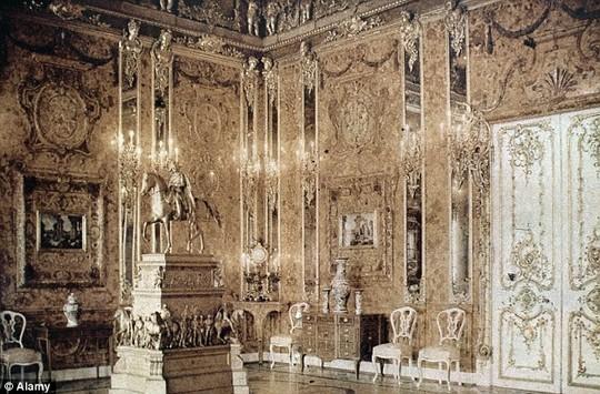 Hình ảnh căn phòng hổ phách – kỳ quan thứ 8 của thế giới được chụp từ năm 1932