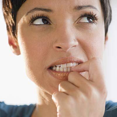 Cắn móng tay gây nhiễm trùng đường ruột
