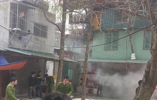 Lửa bốc cháy tại ngôi nhà số 107-C6 khu tập thể Giảng Võ