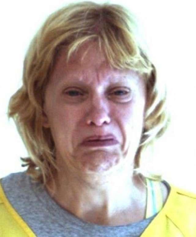 Cô Bonnie Treaster bị cảnh sát bắt giữ khi cố dùng cưa cắt của quý của người tình lớn tuổi. Ảnh Pulse