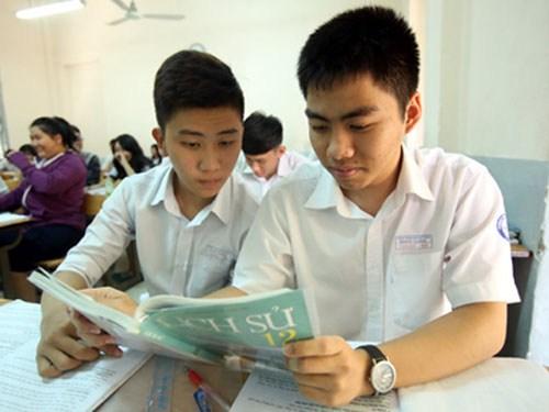 Để đạt kết quả tốt trong kỳ thi tốt nghiệp THPT Quốc gia 2015, học sinh cần biết cách khai thác tối đa SGK