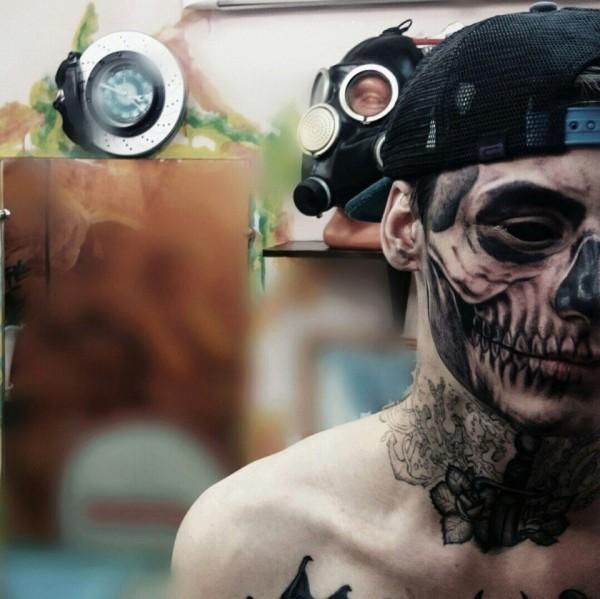 Lesnoy quyết định thực hiện hình xăm đầu lâu  phủ kín gương mặt mình vì niềm đam mê với nghệ thuật xăm hình