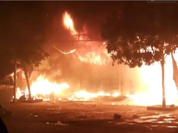 Biển lửa kinh hoàng trong vụ cháy chợ Phủ Lý Hà Nam