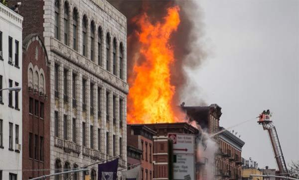 Vụ cháy chung cư tại Ney York đã khiến ít nhất 13 người bi thương