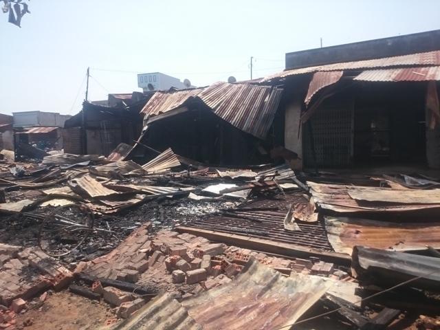 Hiện trường tan hoang sau vụ cháy lớn ở chợ cũ Tân Hội