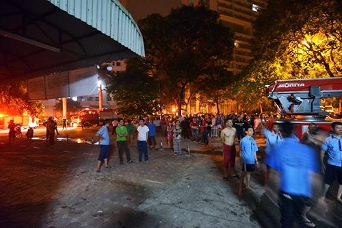 Người dân hoảng loạn, bỏ chạy trong đêm tại hiện trường vụ cháy lớn ở chung cư Linh Đàm (Hà Nội)