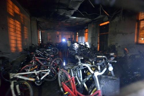 Vụ cháy lớn bắt đầu từ tầng để xe của chung cư