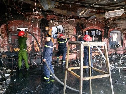 Khi lực lượng chữa cháy Hải Phòng đến nơi, vụ cháy lớn đã thiêu rụi nhà hàng