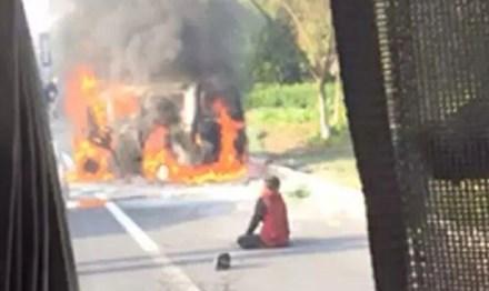 Hiện trường vụ cháy ô tô. Ảnh: Shanghaiist