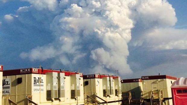 Hơn 1.600 lính cứu hỏa đã được huy động để khống chế các đám cháy rừng