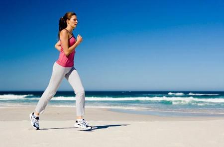 Trang phục gọn nhẹ là lưu ý quan trọng trong quá trình chạy bộ để tăng cân
