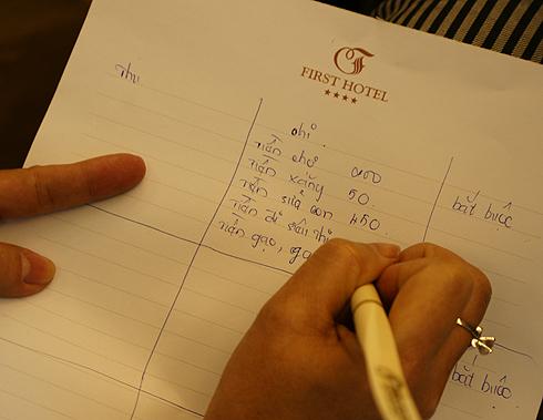 Lập bản chi tiêu là một mẹo vặt gia đình hữu ích giúp tiết kiệm chi tiêu trong gia đình