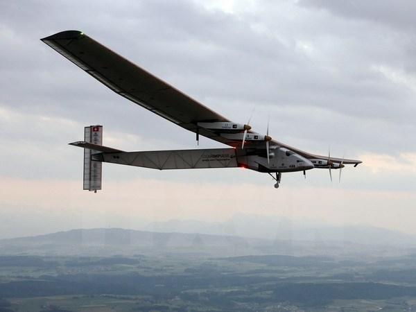 Chiếc máy bay năng lượng mặt trời bắt đầu cuộc hành trình vòng quanh thế giới
