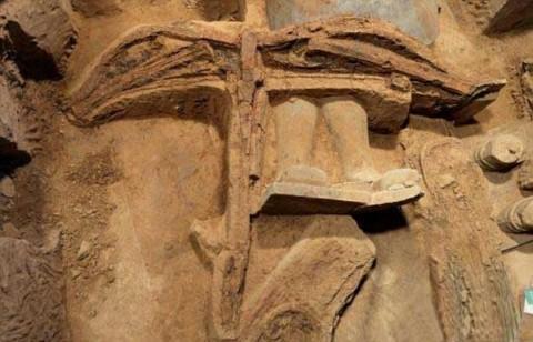 Chiếc nỏ 2200 tuổi được tìm thấy tại lăng mộ Tần Thủy Hoàng