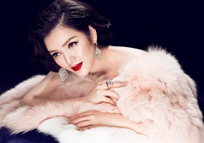 Những bộ trang sức kim cương mà Lý Nhã Kỳ diện hầu hết là những bộ trang sức được các hãng kim cương nổi tiếng thế giới thiết kế với phiên bản giới hạn