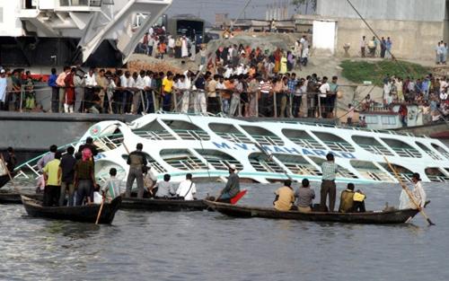 Hiện trường vụ chìm phà ở Bangladesh làm hàng chục người thiệt mạng