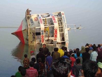 Con số nạn nhân thiệt mạng trong tai nạn chìm phà ở Bangladesh vẫn đang tăng lên